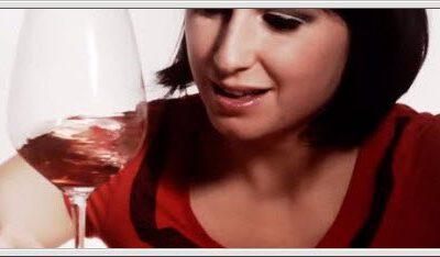 Hvordan virvle vinen i glasset – video
